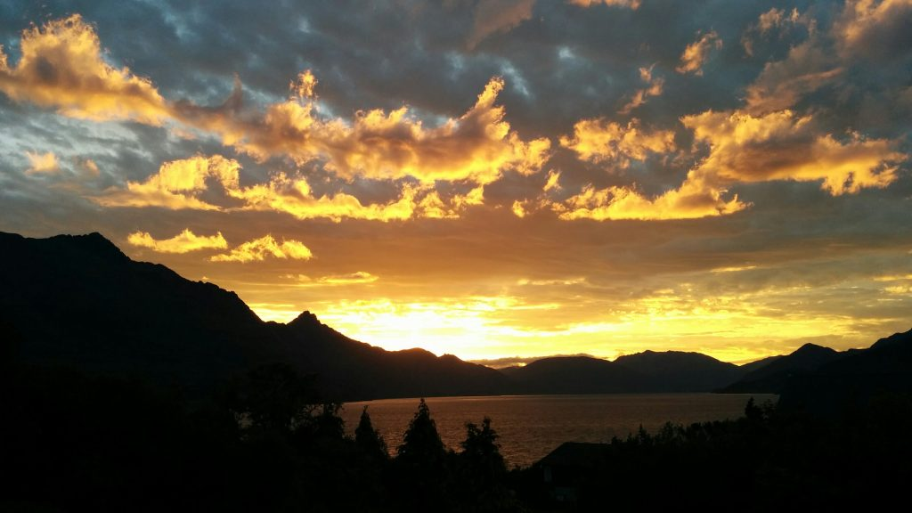 Lake Wakatipu golden sunset, viewed from Kelvin Heights